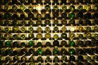 Bevizsgálják Tolcsván a muzeális tokaji borok gyűjteményét